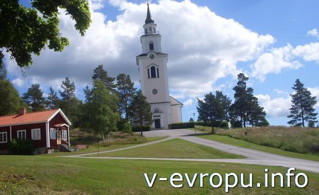 Церквушка - высокий ориентир. По ней я и ориентировался на Кустваген