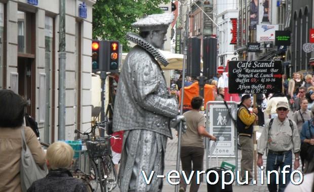 Живой памятник в Копенгагене
