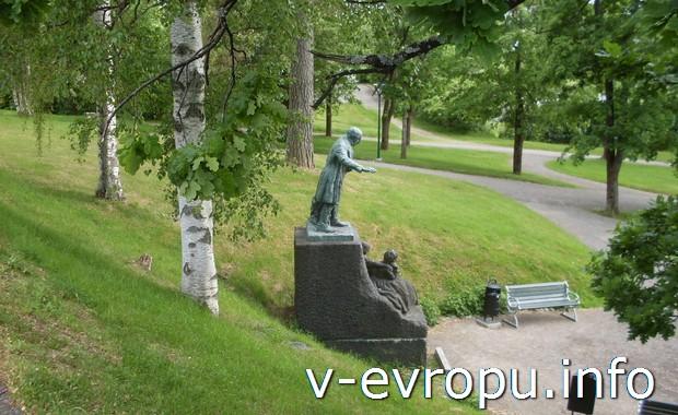 Парк рядом с библиотекой в  Харносанд (Härnösand)