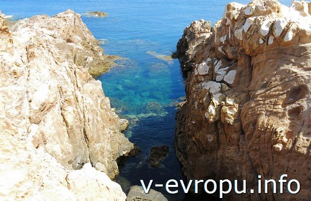 Подводное плавание на северном побережье Менорки в Испании