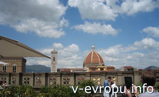 Практика путешествий по Флоренции. Вид  на башню Джотто и купол Брунеллески со смотровой площадки палаццо Веккьо