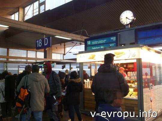 Поезд в Рурскую область идет через Дюйсбург, Эссен и Дортмунд