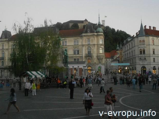 Центральная площадь Любляны - Прешернов трг (Prešernov trg), Тройной мост и Люблянский замок на холме