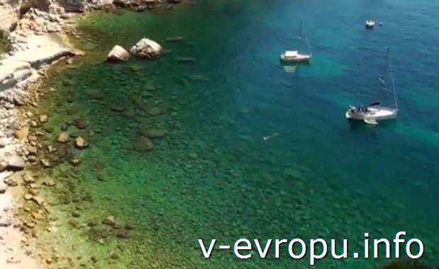 Чистейшая вода средиземного моря в каланках в окрестностях Кассиса