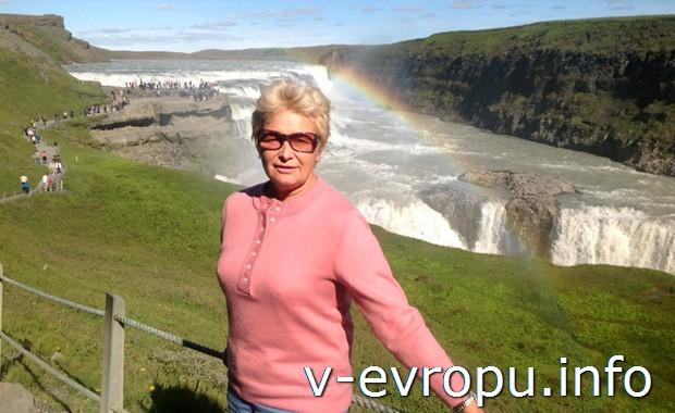 Автор отчета Ирина Ц. у водопада в Исландии