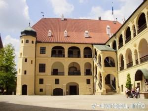Внутренний двор замка Траусниц в Ландсхуте