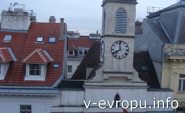 Вид из окна гостиницы в Вене. Часовая Башня Мальтийской церкви