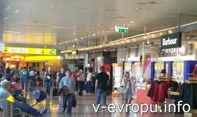 В аэропорту Вены Schweсhat