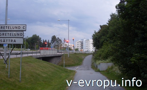 Шоссе с указателями и велодорожка в Акерсберги