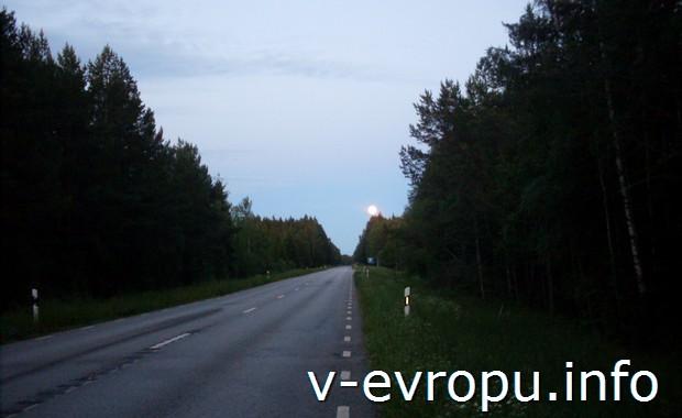 Ночная дорога к шведскому городку Норртелье