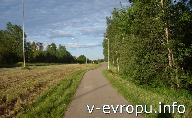 Велосипедная дорожка в окрестностях шведского городка Евле