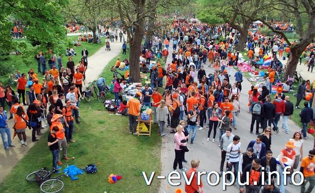 Празднество в самый главный голландский праздник - День Короля
