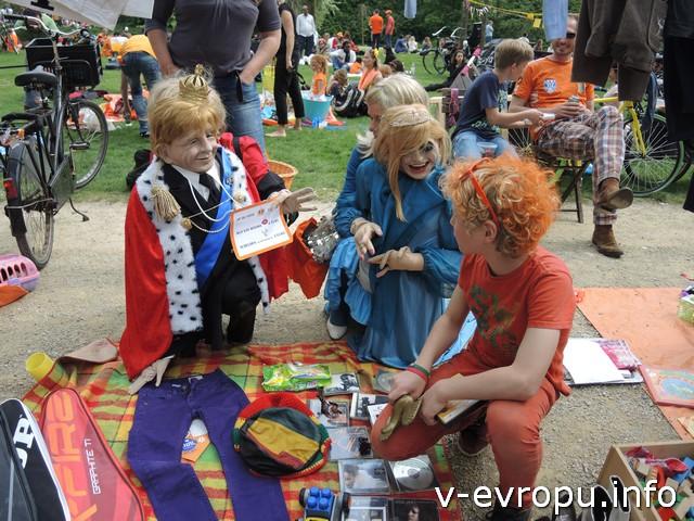 В парке Вондела в День Короля - раздолье для детей