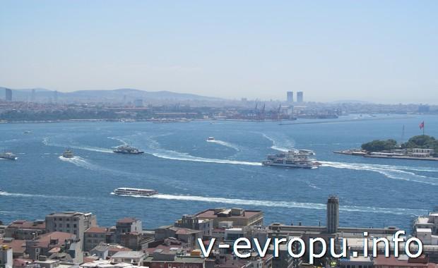 Бухта Золотой Рог в Стамбуле (фото с Галатской башни)