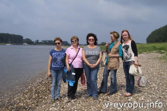 А в это время десант под руководством Татьяны отправился в экспедицию вдоль Рейна