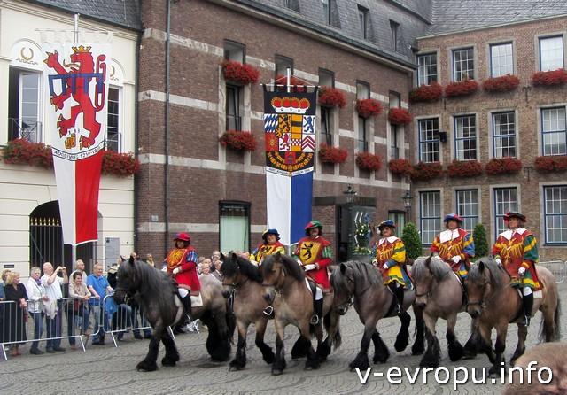 Конная гвардия стрелков в Дюссельдорфе во время парада