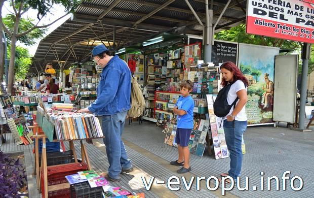 Книжные развалы в центре, совсем дёшево (кстати, много русской литературы, переведенной на испанский)