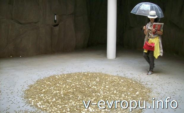 "Золотой дождь ""Данаи"" с проекта Вадима Захарова на 55 Венецианском биеннале"
