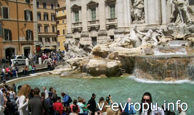Фонтан Треви в центре Рима