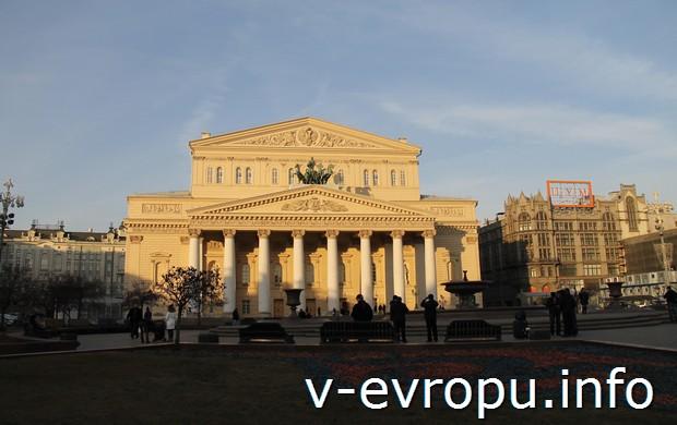Фото здания Большого Театра с классическим портиком