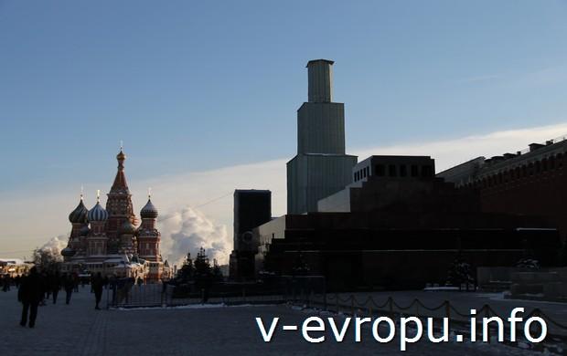 Красная площадь без Спасской Башни (фото сделано 30 декабря 2014)