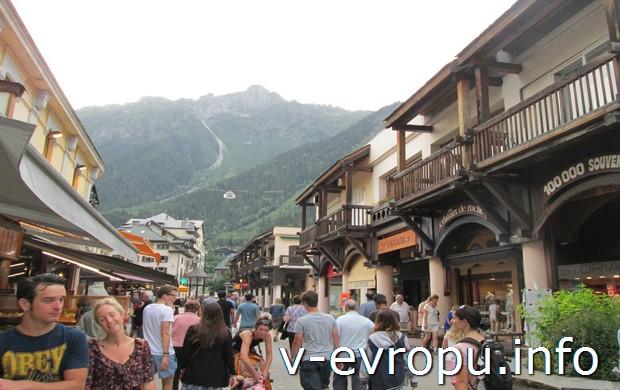 Пешеходная улица в Chamonix-Mont-Blanc