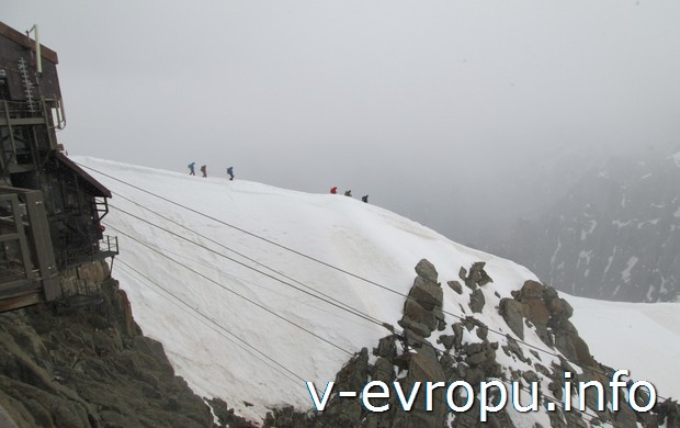 По альпинийскому маршруту в горах Монблана
