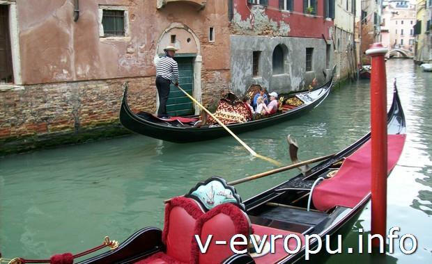 Прогулка на гондолах по каналам Венеции