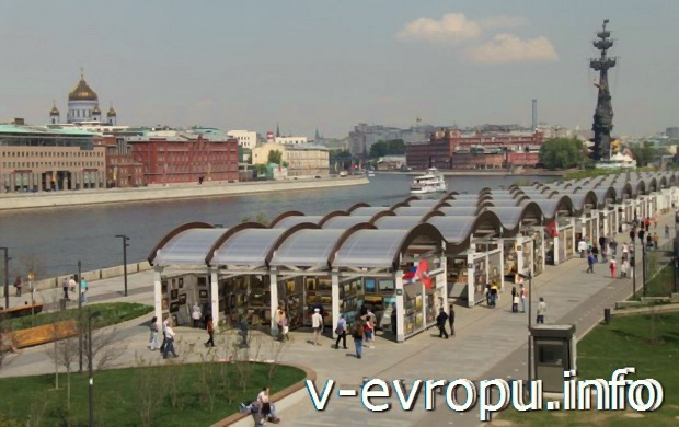 Вид на скульптуру Петра-I с Крымского моста