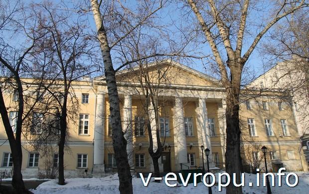 Самый тихий центр Москвы во дворе усадьбы Савёловых  (Пожарский пер, 7)