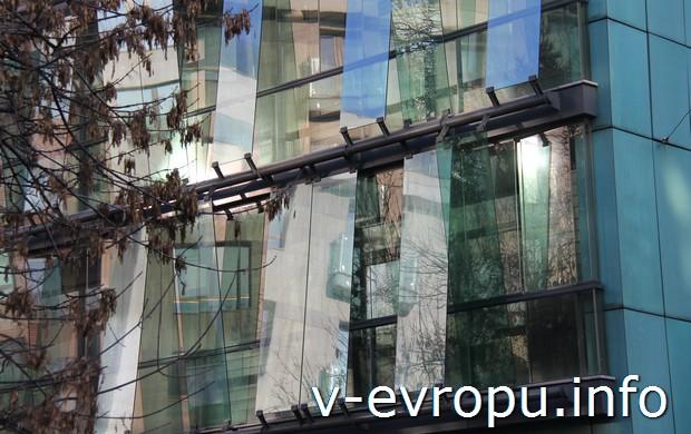 Стеклянная поверхность главного фасада Cooper House (г.Москва)