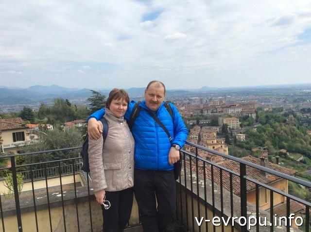 Владимир и Лариса вместо пиццы отправились в Библиотеку Амброзиана и прислали свою фотографию из Бергамо, который им очень понравился