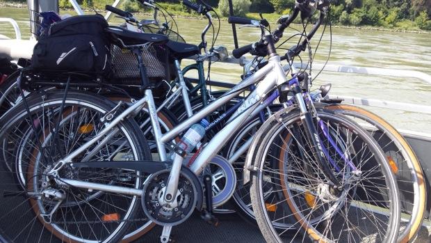 Наши велосипеды едут вместе с нами