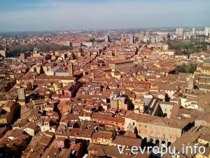 Красная толстушка Болонья с высоты башни Азинелли