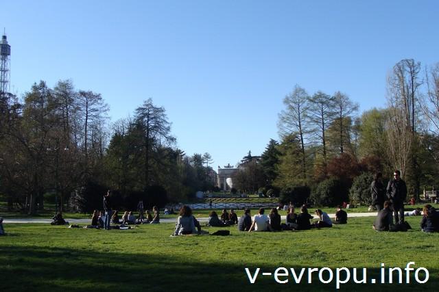 Милан. Парк Семпионе возле замка Сфорца
