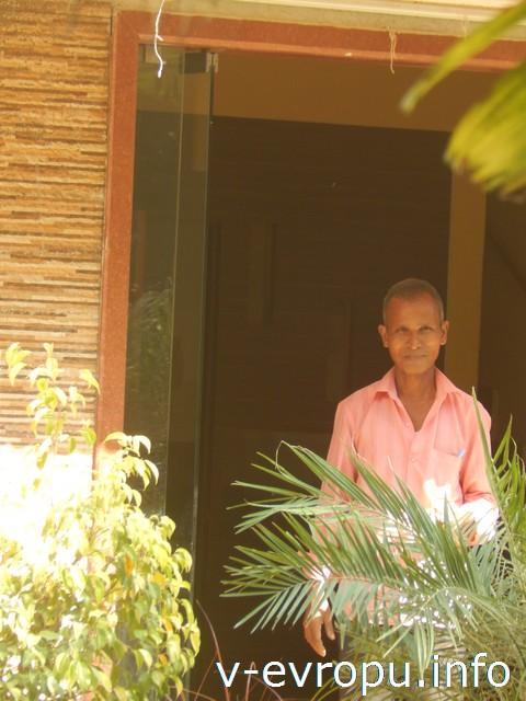 Индия. Отель Returaj Inn на Алибаг. Самый расторопный управляющий