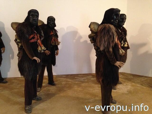 Сардиния. Довольно страшненькие костюмчики в музее