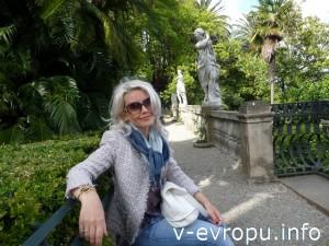 В парке у виллы Дураццо в городе Санта-Маргерита-Лигуре, Италия