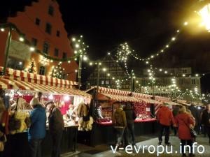 Рождественский рынок в городе Нёрдлинген, Бавария